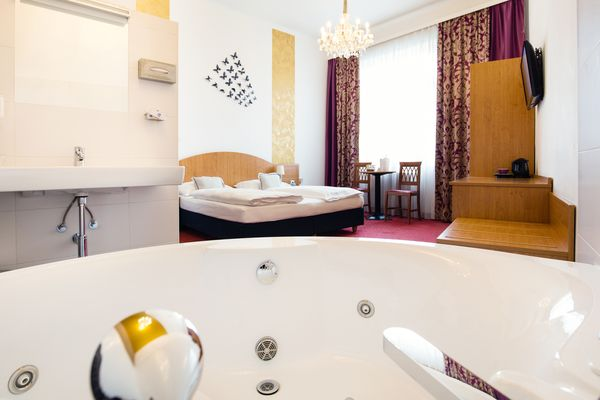 PAMPER YOURSELF ♦♦♦ 1 to 2 persons Rooms with Whirlpool Time together