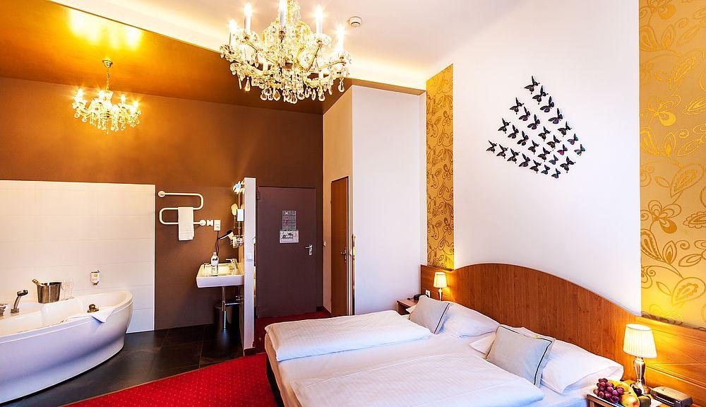 Zimmer Mit Whirlpool Boutique Hotel Donauwalzer