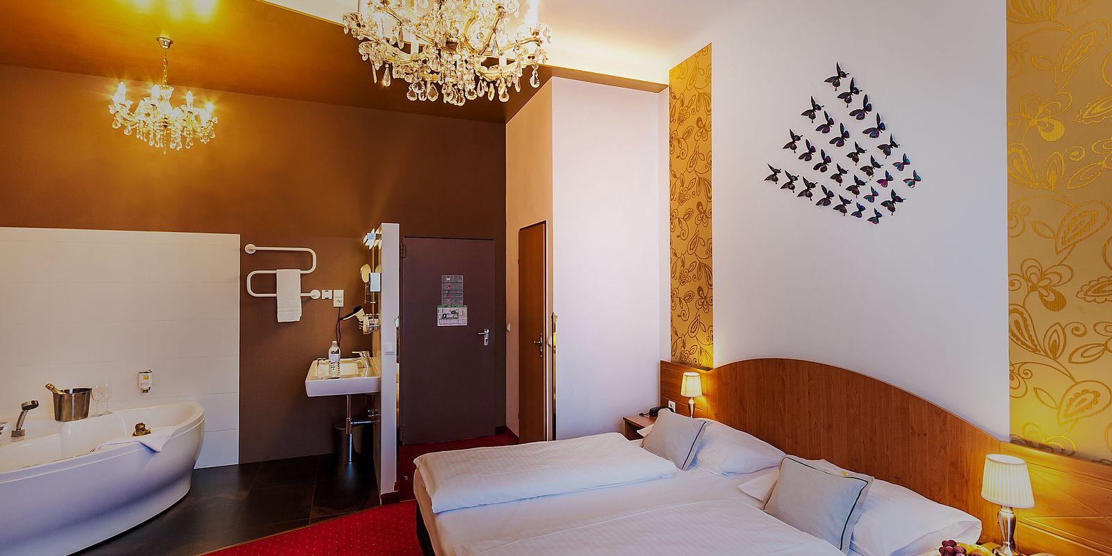 Zimmer mit Whirlwanne